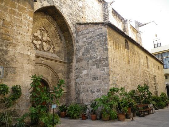 Iglesia de San Juan de l´hospital. Ruta familiar Camins de Conquesta. La Valencia de Jaume I. Valencia